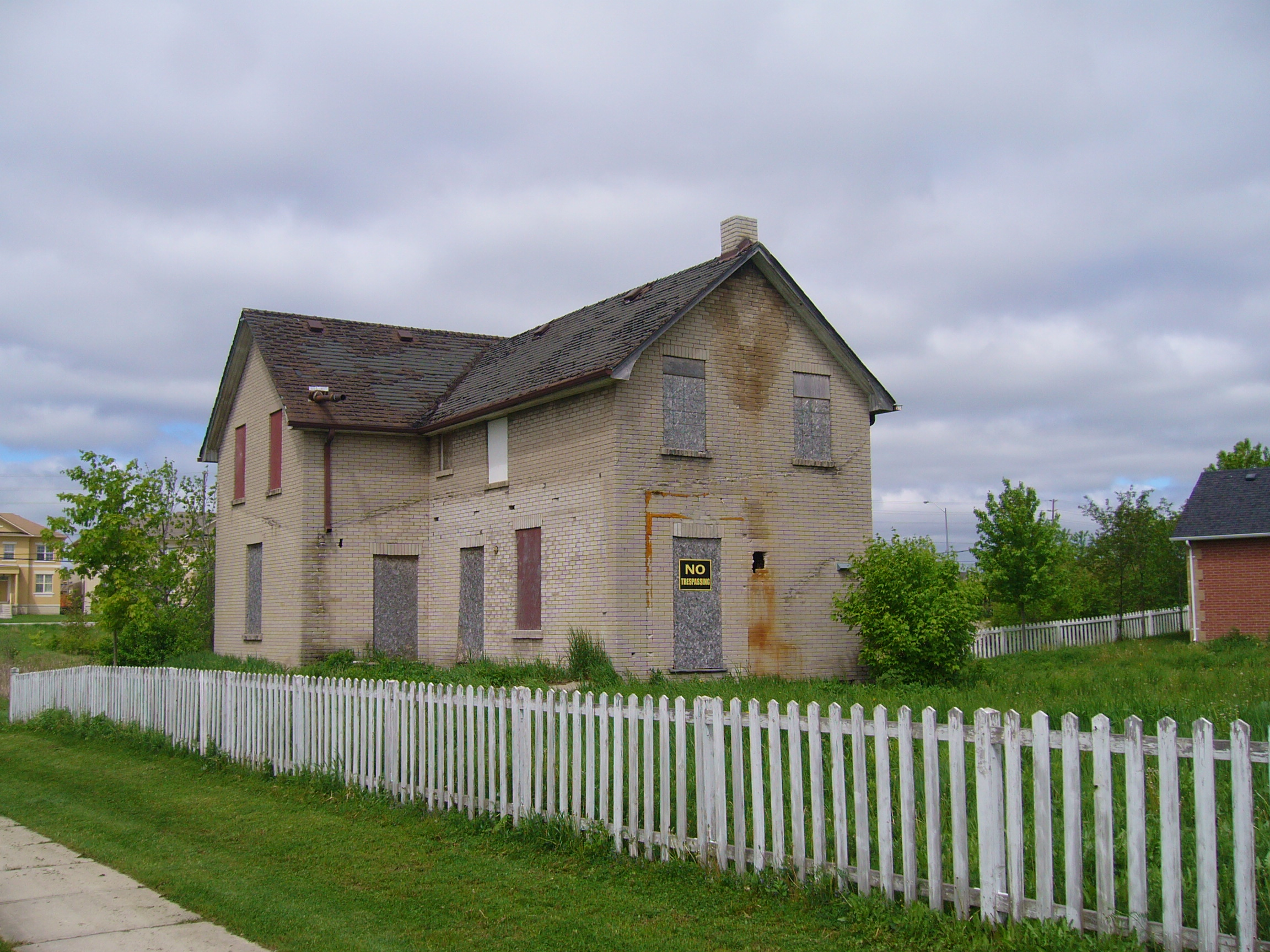 old boarded up house